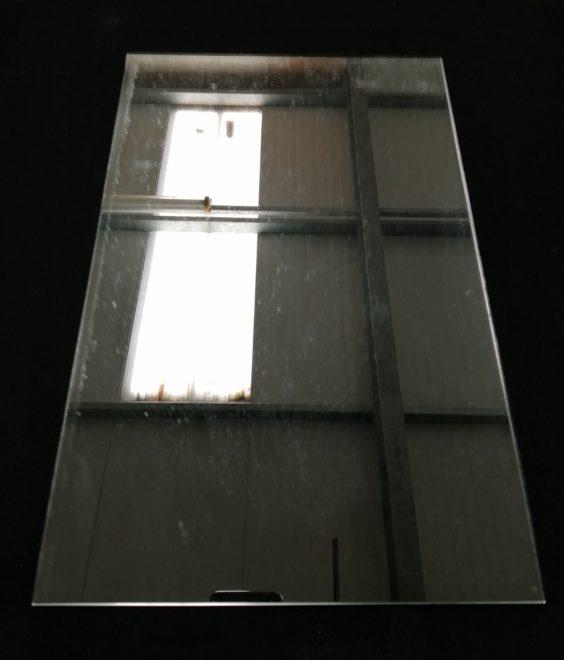 Miroir rectangulaire clair.