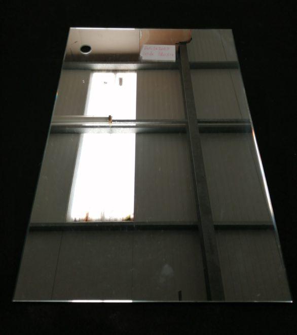 Miroir rectangulaire, tinte claire perçage en haut a gauche de diamètre 21.