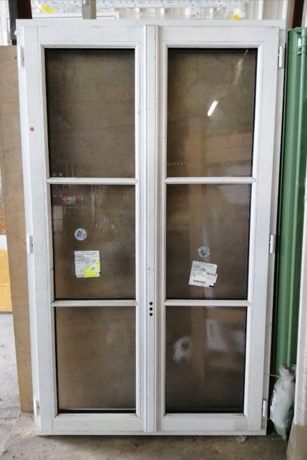 Fenêtre en bois traitement de couleur blanc