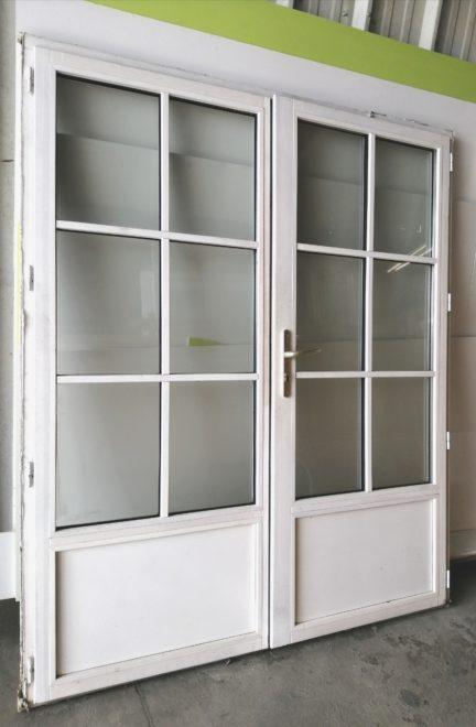 Porte extérieure + serrure dormants + deux vantaux.