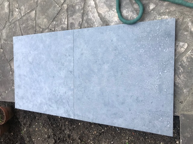 Carrelage extérieur en dalles grises de 60x60x2 cm - 46m2