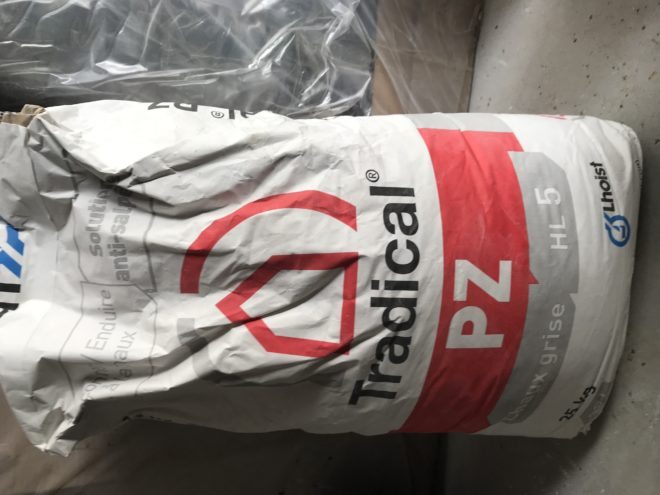 1 sac et demi Chaux Tradical PZ gris anti-salpêtre - environ 35 kg